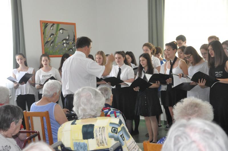 Koncert az Idősek Otthonában